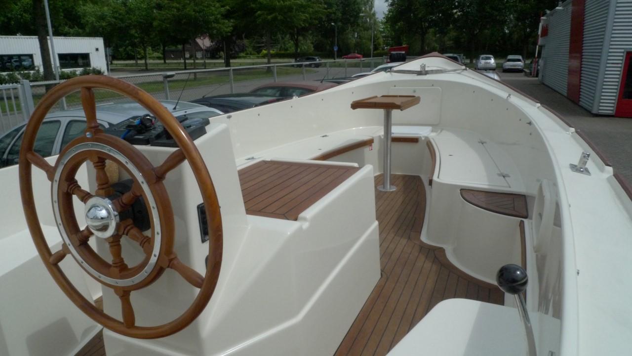 Sloep interboat 21 verkocht hans raaymakers wijchen auto for Auto interieur spuiten